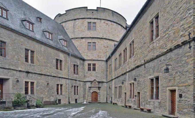 900 cortile wewelsburg DSC 1768