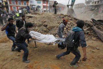 Terremoto in Nepal, oltre 2500 morti. Altra scossa di magnitudo 6.7 durata due minuti