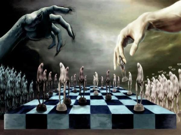 """""""Bene"""" e """"Male"""" giocano una partita a scacchi, gioco serio e impegnativo, ma pur sempre Gioco."""