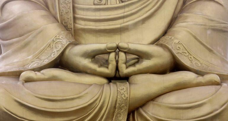 Mani in Meditazione