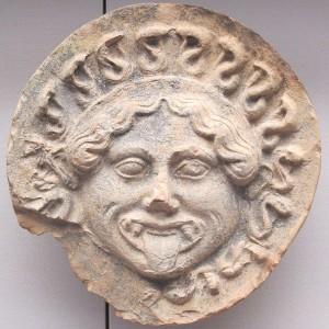 Figura 3: Campania, antefissa con gorgone, 550-525 a. C. - Fonte: http://commons.wikimedia.org/wiki/File:Campania,_antefissa_con_gorgone,_550-525_ac._ca.JPG