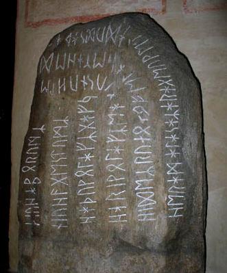 Menhir con iscrizioni runiche, Svezia