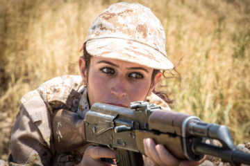 Sun Girls – Le Guerriere del Sole che Fanno Tremare l'Isis