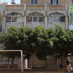 Poster di Hassan Nasrallah (a sinistra), leader di Hezbollah, e di Michel Aoun, ex capo dell'esercito e leader del partito libanese Movimento patriottico libero. La foto è stata scattata a Haret Hreik, un quartiere meridionale di Beirut, il 31 ottobre 2016 (MARWAN TAHTAH/AFP/Getty Images)