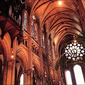 Il suggestivo interno della grande Cattedrale è uno spettacolo indimenticabile.
