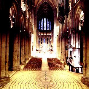 Il labirinto di Chartres. Esso è forse il tracciato di una strada iniziatica, un iter per migliorare le vie dell'uomo?
