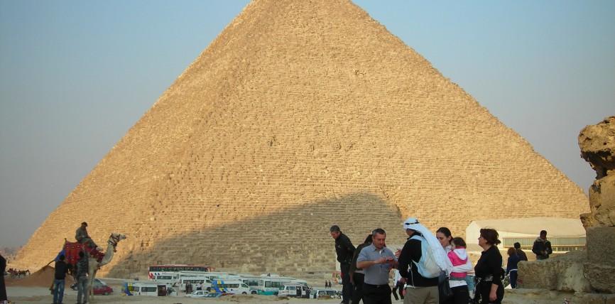Chi ha costruito la Piramide di Cheope? [R]