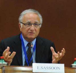 """Chi è Enrico Sassoon? Padrino di """"Casaleggio Associati"""" e """"Movimento 5 Stelle"""""""